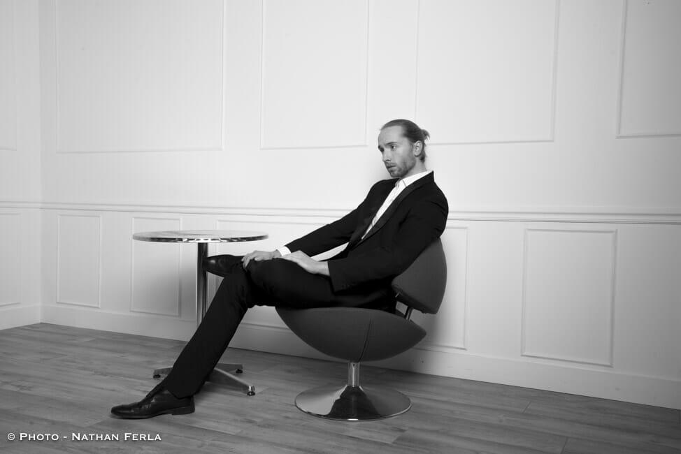 photographe de mode homme style haussmannien