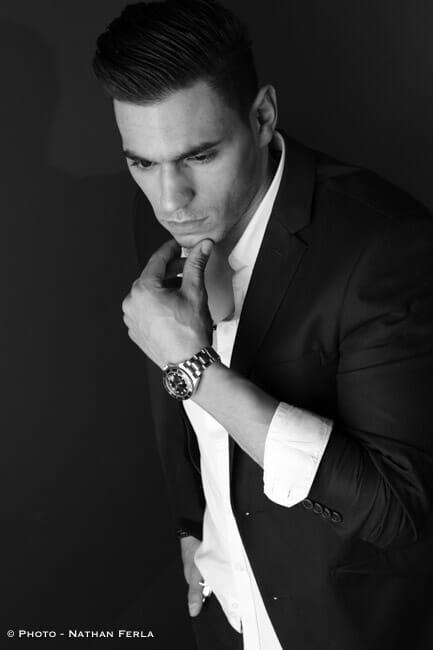 photographe de mode masculin costume et montre