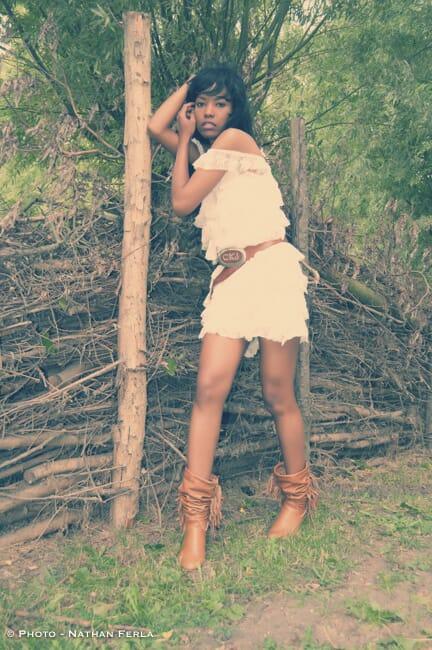 photographe mode pose fashion arbre