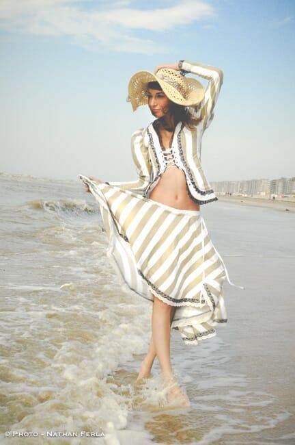 photographe mode mer du Nord robe et chapeau